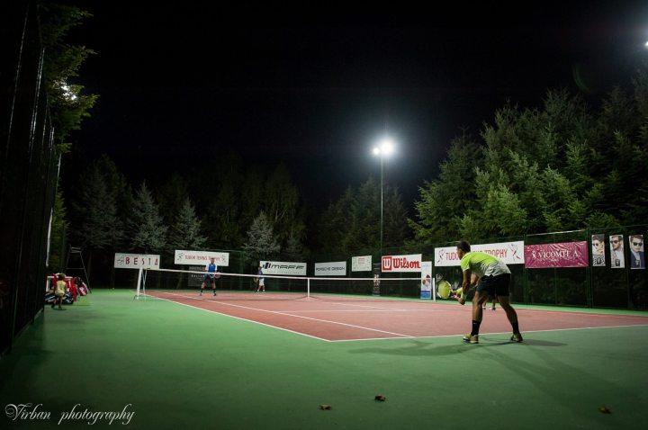 ttt_iluminat-led-tennis-court-nocturna